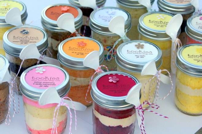 More cakes in glass jars